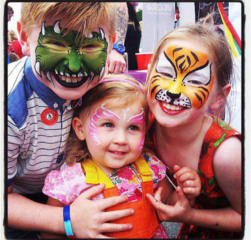 Jellinelli Grimsby face painter tiger, monster and butterfly